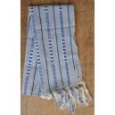 Jolie écharpe en rayures grise et bleue faite par Irène Compaoré