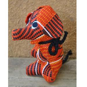 Peluche en éléphant assis confectionnée par Cécile Zoungrana:
