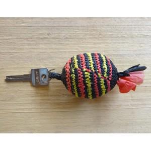 Grand porte-clés avec des rayures, par Rasmata Zongo