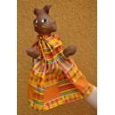 Marionnette chat en robe jaune confectionnée par Amie Ouédraogo & Zoénabou Ilboudo:
