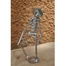 Petite statuette en métal recyclé fabriquée par Joseph Tiendrébéogo