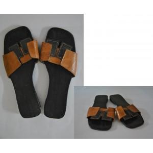 Chaussures dame en cuir rectangulaire fabriquées par Léonard Ouédraogo et Khalifa Sankara.