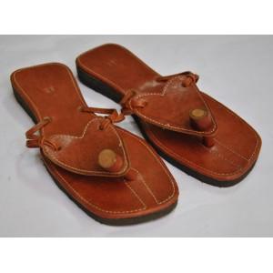 Chaussures à semelle sous forme de Triangle fabriqué par Seydou Zouré