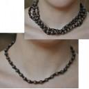 Collier en perles noires et brunes par Fati Ouedraogo