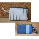 Porte-monnaie en tissu bleu-rayé confectionné par Irène Compaoré