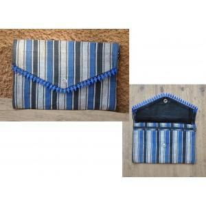 Porte-monnaie en tissu bleu-rayé 2 confectionné par Irène Compaoré